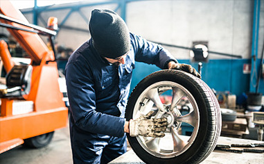 How often is the car tire replaced? Repairman: It is best not to exceed this range!